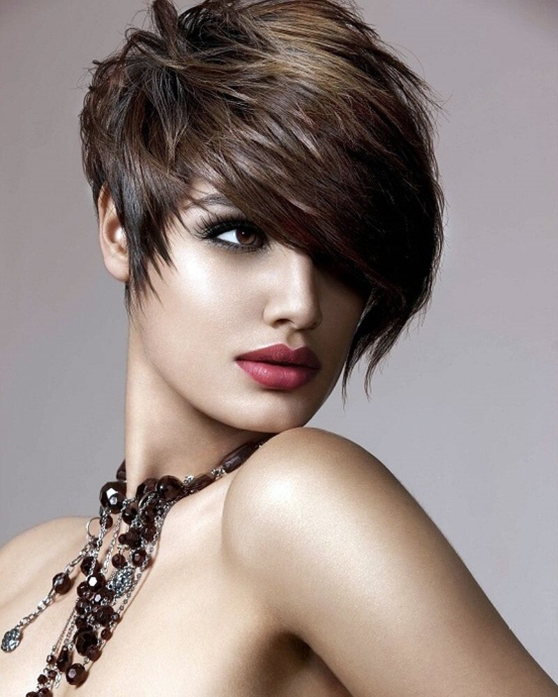 Фото модельные стрижки на короткие волосы