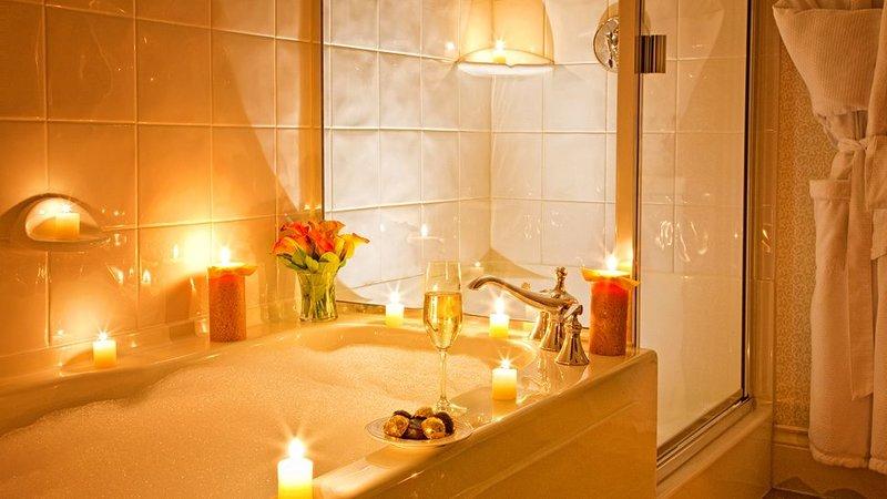 Фото ванна с пеной и цветами