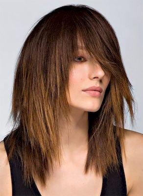 Фото стрижки лесенка на волосах до плеч