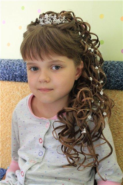 Прически на выпускной в садик на длинные волосы