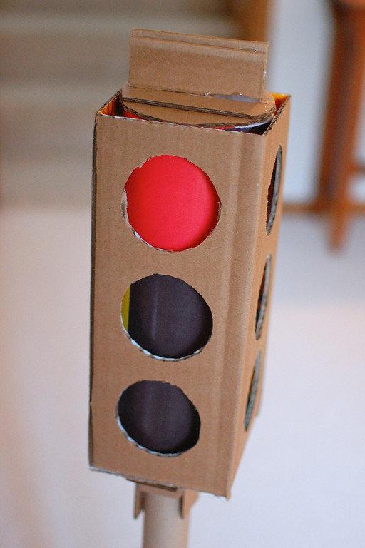 Поделки светофора своими руками из коробок