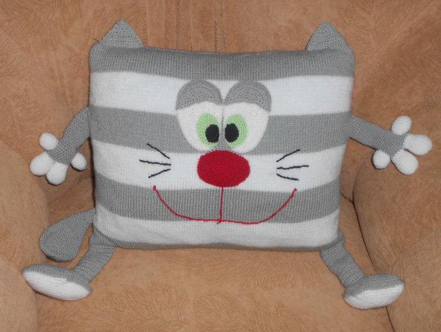 Вязаная подушка кот своими руками крючком
