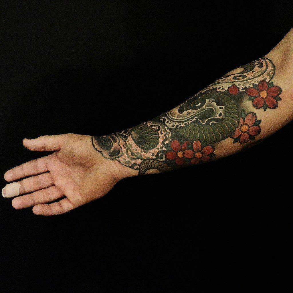 Татуировки на предплечье мужские фото змеи