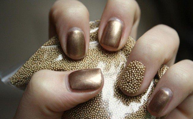 Дизайн ногтей с бисером