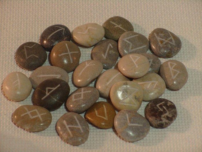 Сделать руны своими руками из камней 39