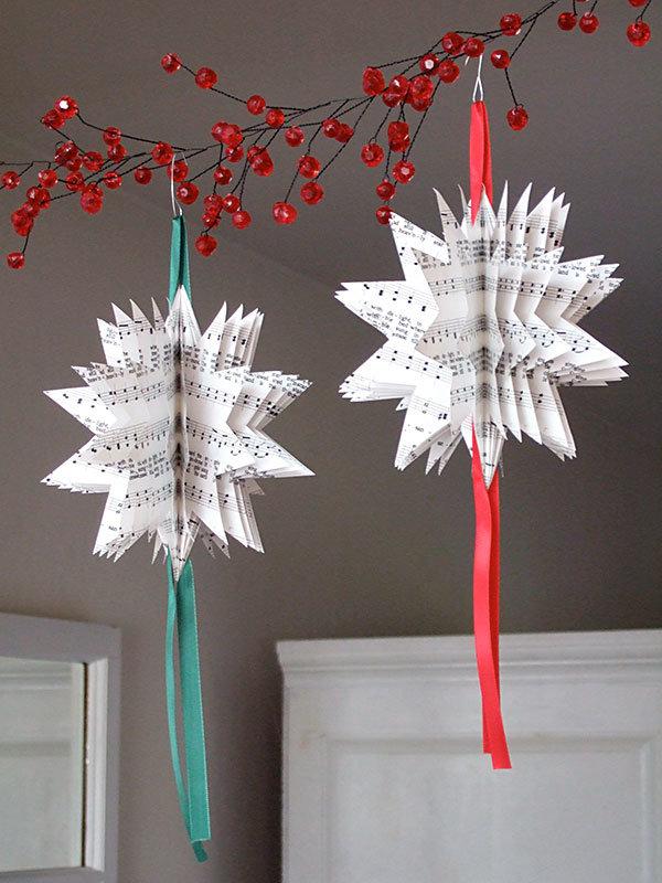 Как сделать новогодние украшения из бумаги своими руками