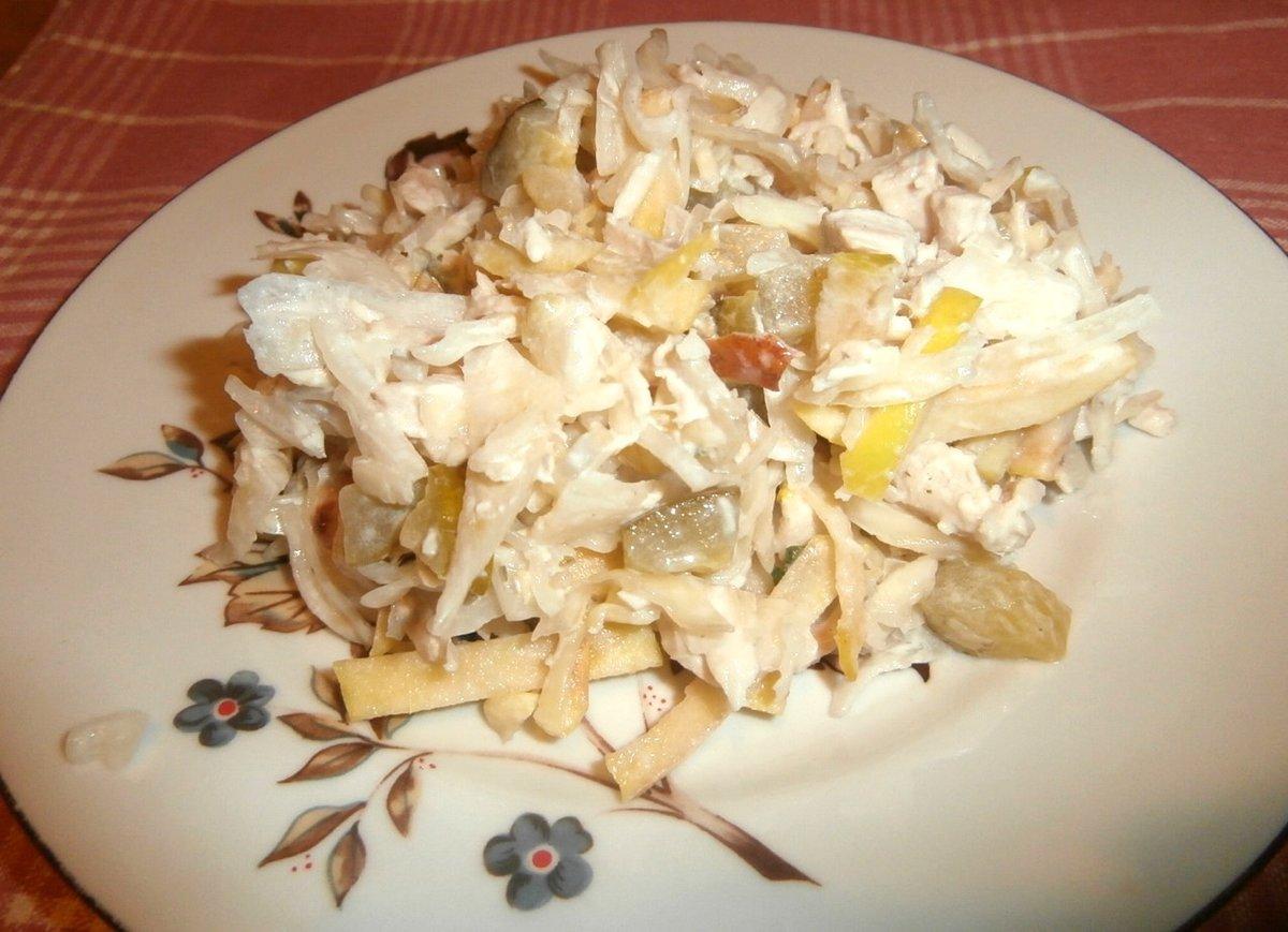Салат с вареной курицей и маринованными грибами рецепт