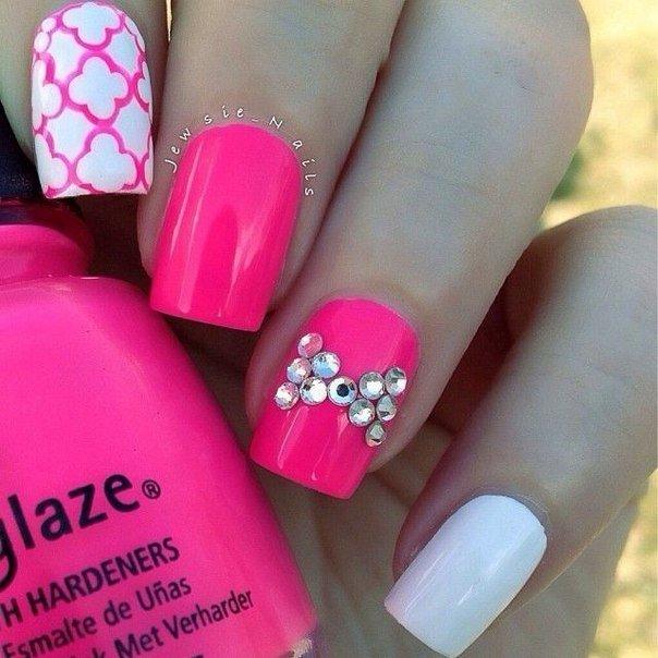 Красно-розовый цвет ногтей дизайн