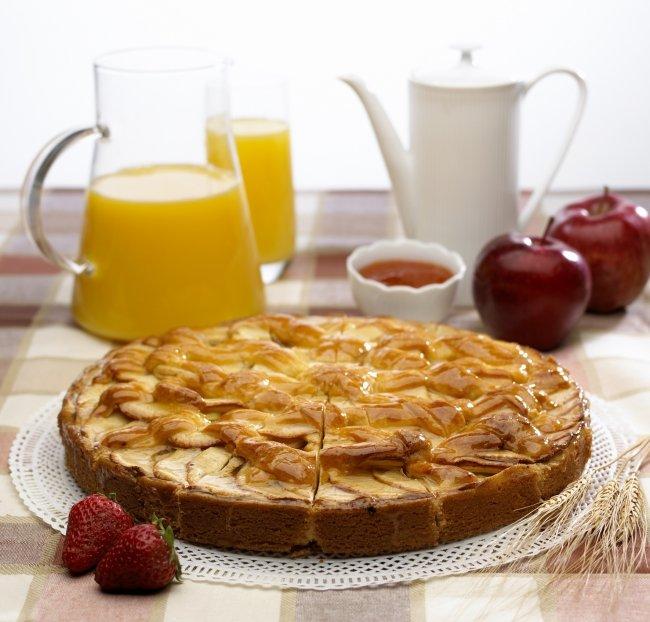 Шарлотка на простокваше с яблоками рецепт с фото пошагово