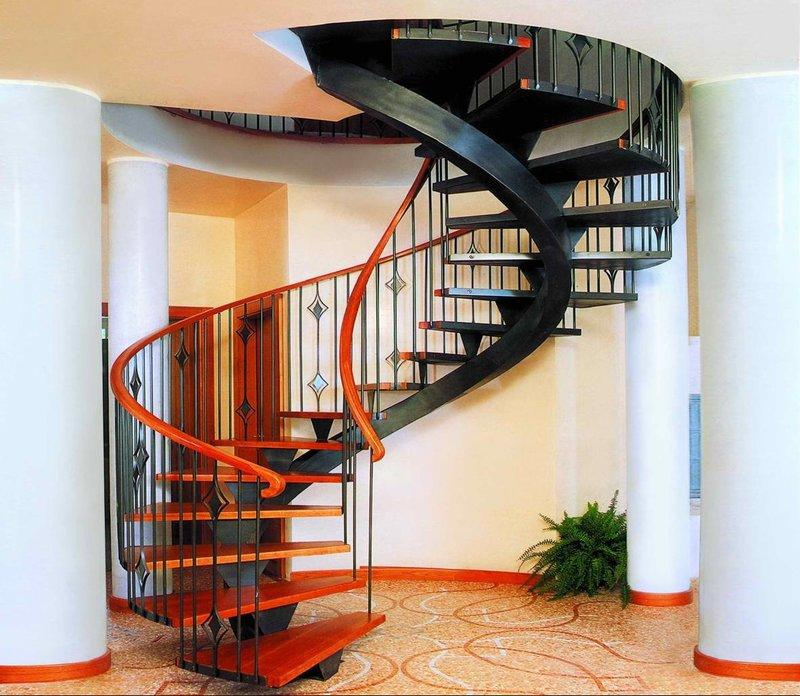 Лестница металл на второй этаж