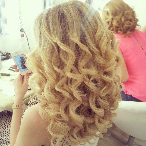 Причёска на средние волосы с кудрями фото