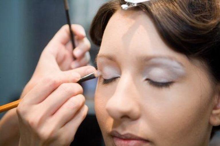 Научиться правильно наносить макияж