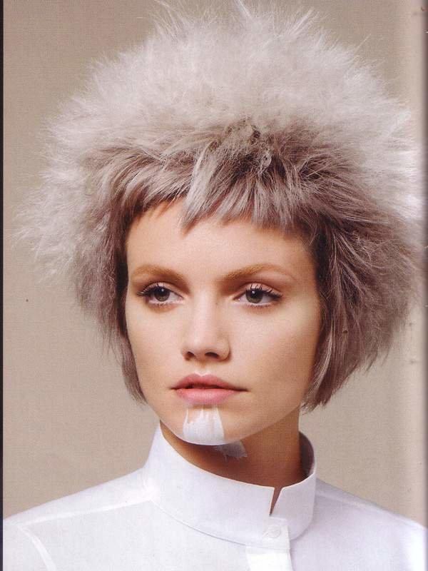Найти женские стрижки на короткие волосы