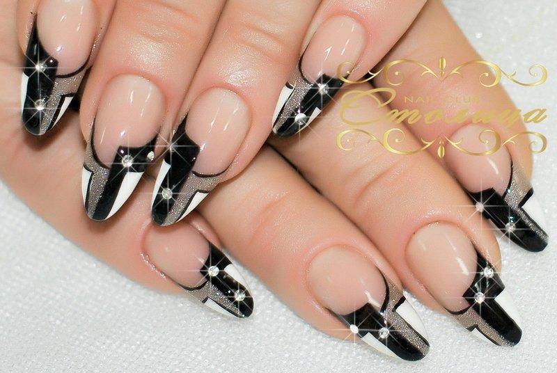 Нарощенные ногти френч черно-белый