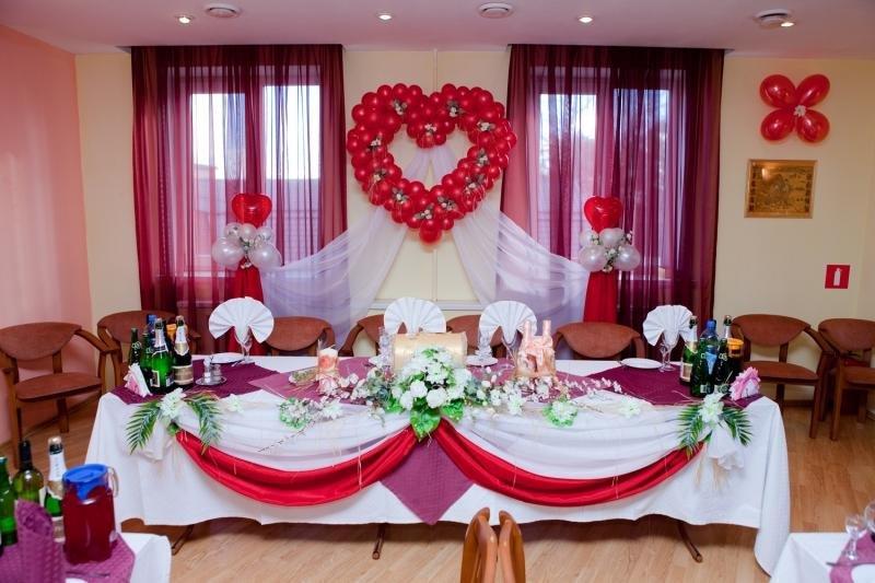 Как своими руками украсить свадебный зал с фото