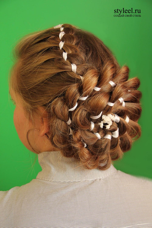 Прически на последний звонок на длинные волосы косы