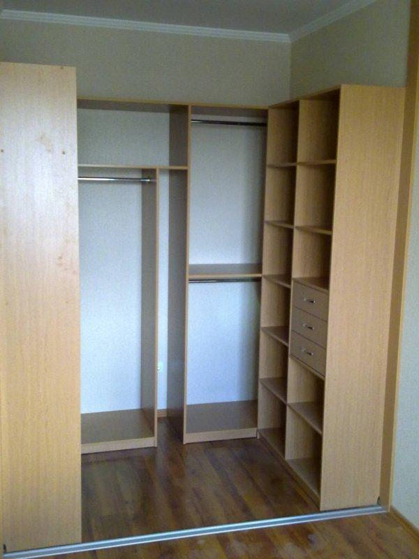 Маленький встроенный шкаф своими руками 64