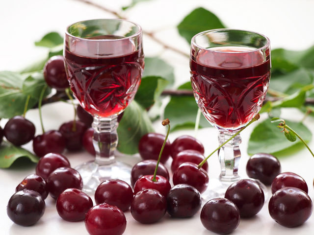 Как сделать спиртное из вишни 674