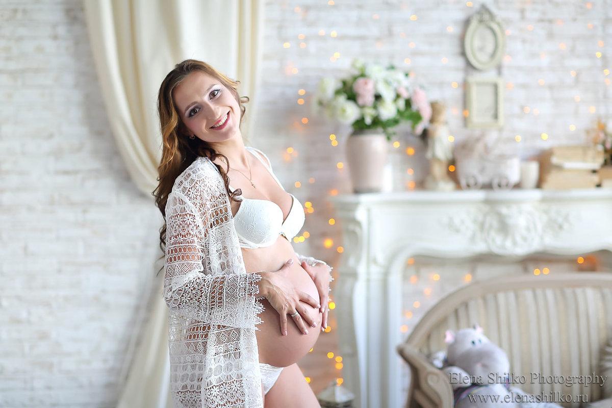 Фотостудия с платьями для беременных