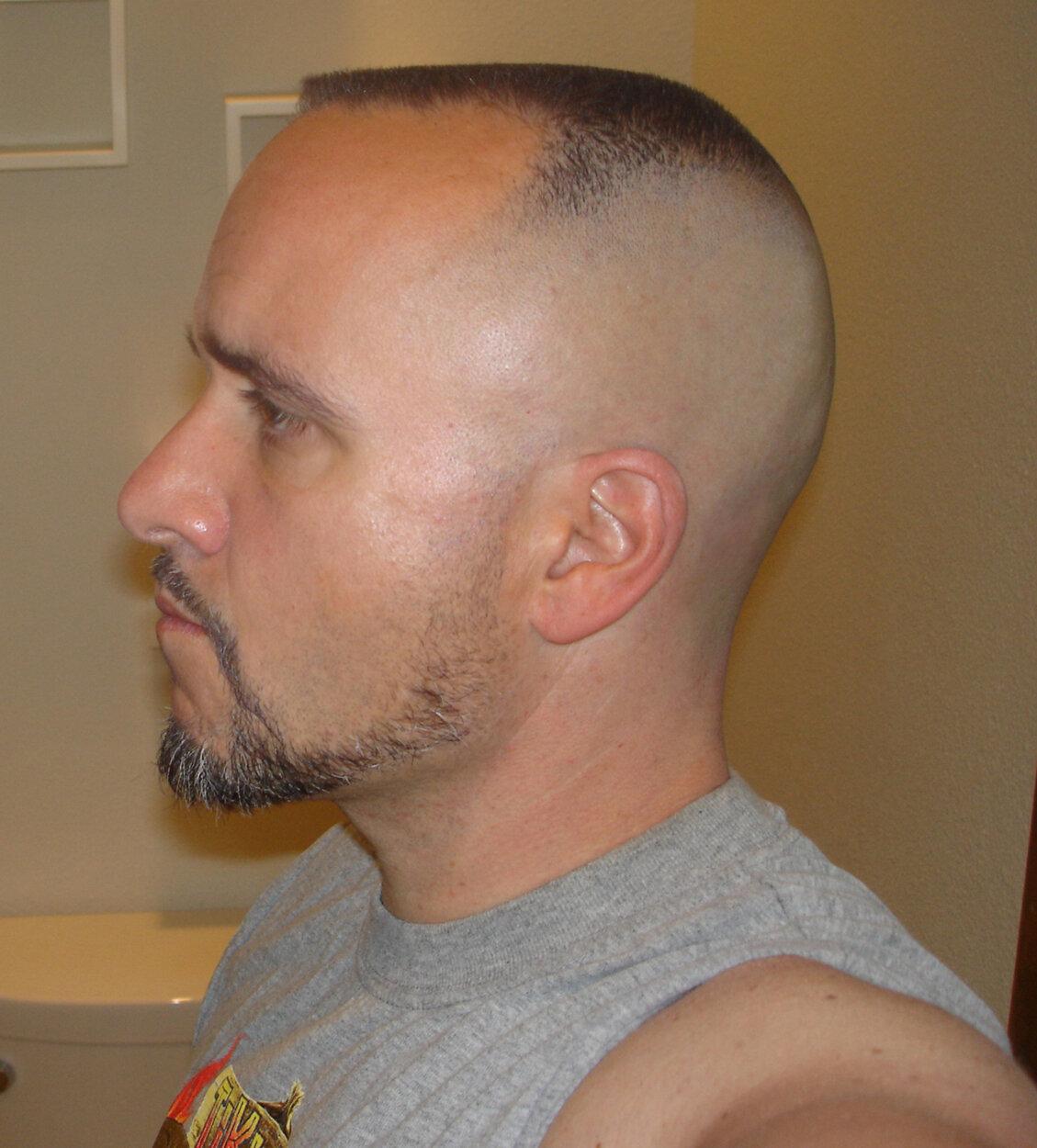 Стильная короткая стрижка мужская с залысинами