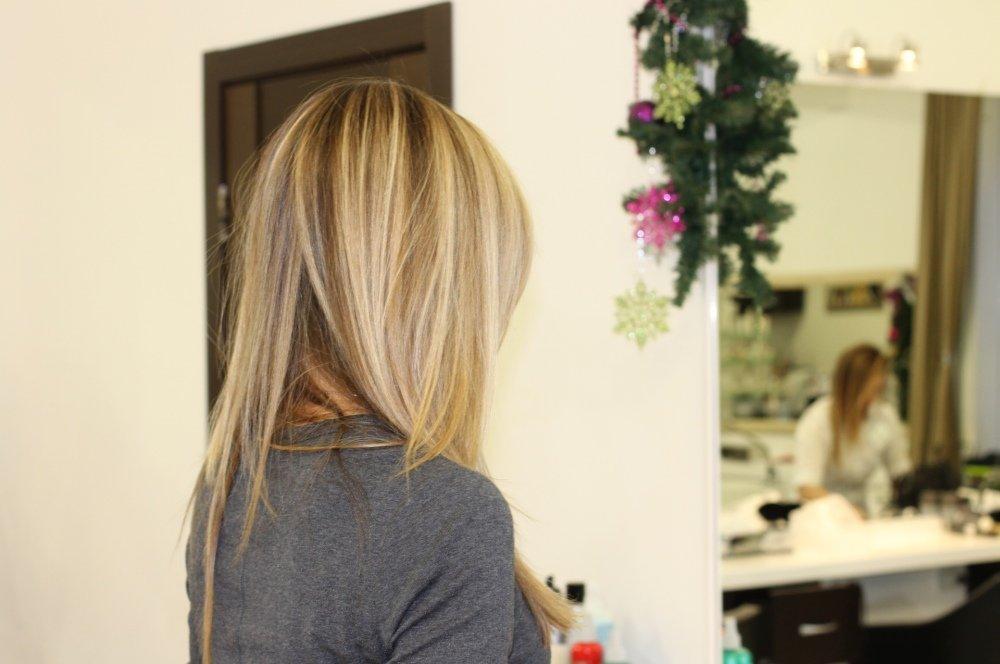 Девушки с мелированными волосами средней длины со спины на аву
