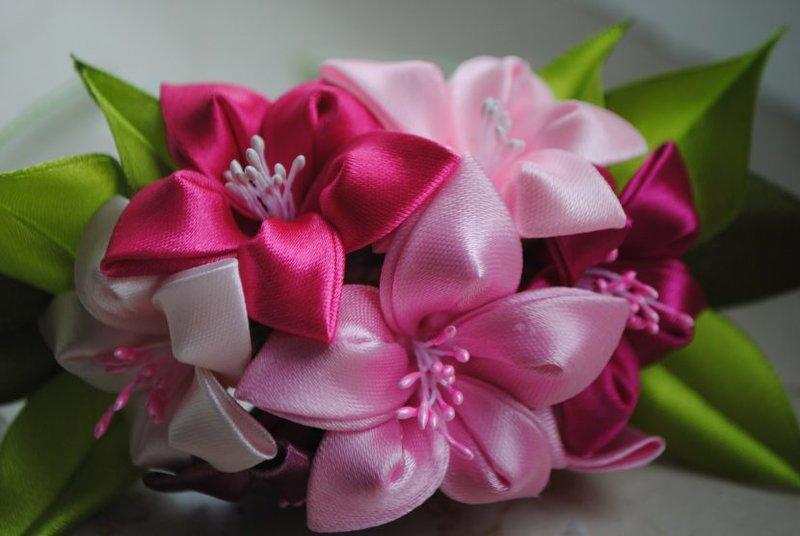 Заколки цветы из лент своими руками мастер класс