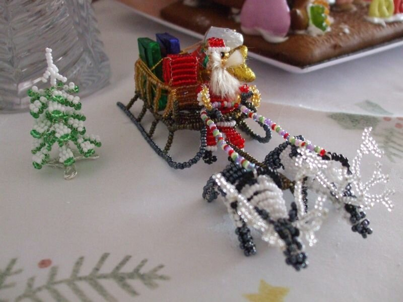 Поделки новогодние из бисера