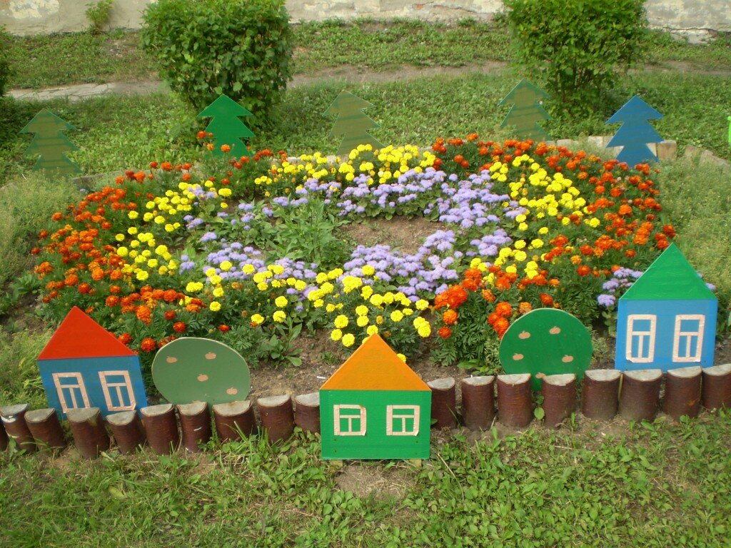 Клумбы и цветники своими руками для детского  15