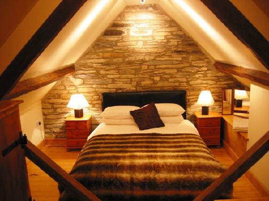 Как сделать мансардную комнату