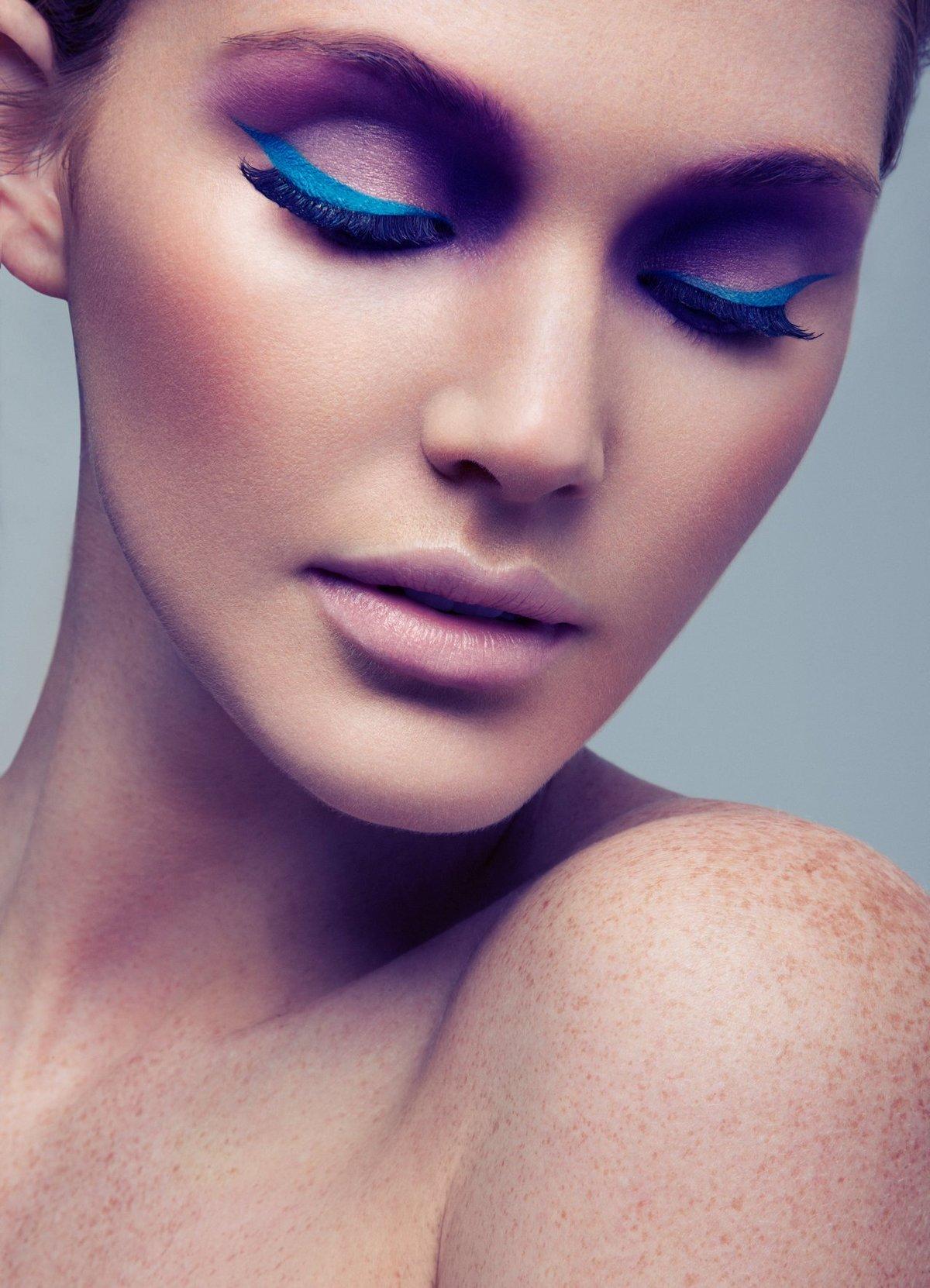 Макияж с синими оттенками фото