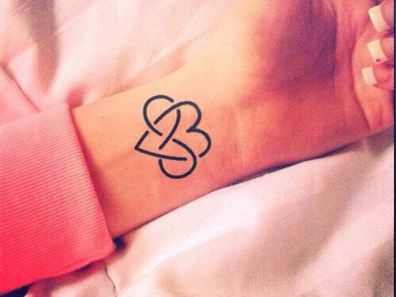 Что означает тату знака бесконечности на руке