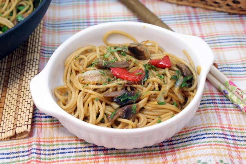 Спагетти с овощами и соевым соусом рецепт с фото пошагово