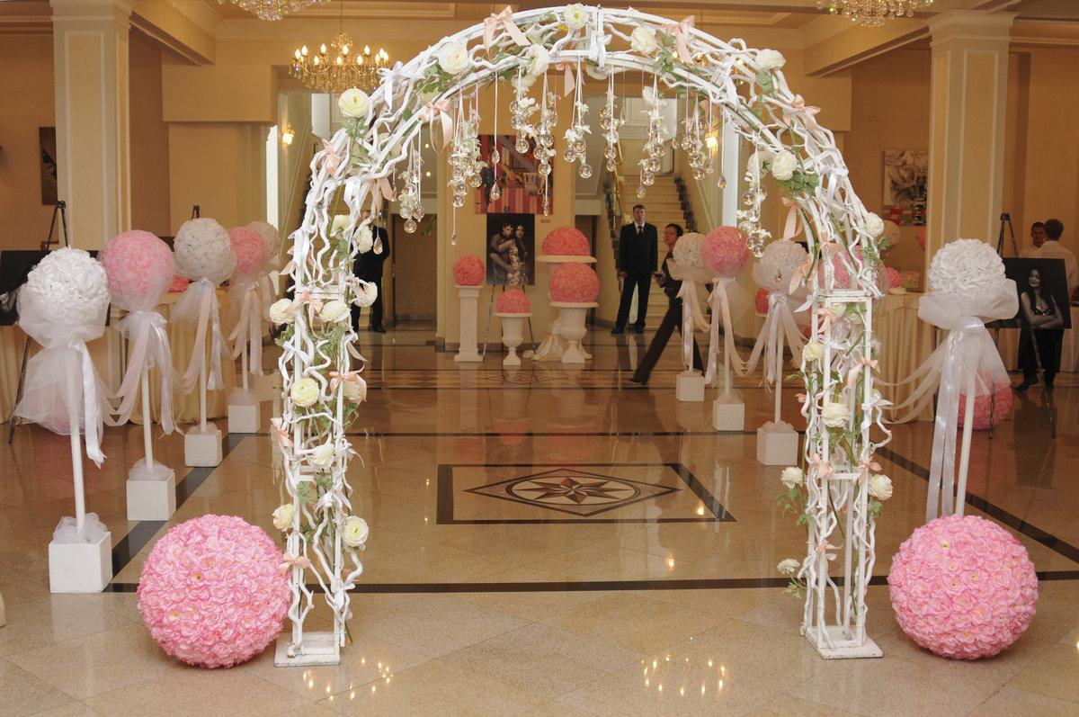 Украшение свадебной арки тканью своими руками