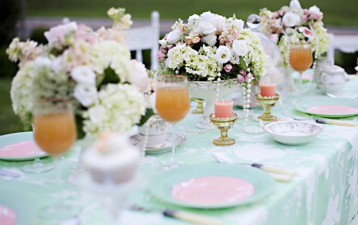 Стол для фото на свадьбе