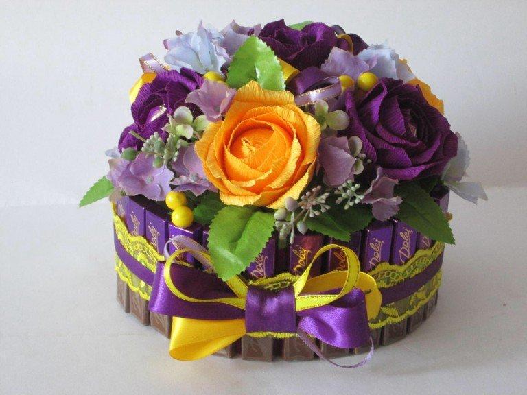 Букет цветов из бумаги с конфетами своими руками