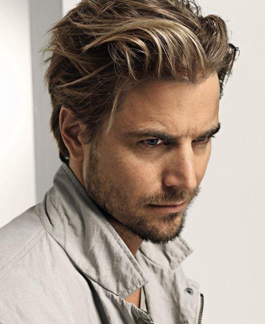 Мужская причёска для средних волос