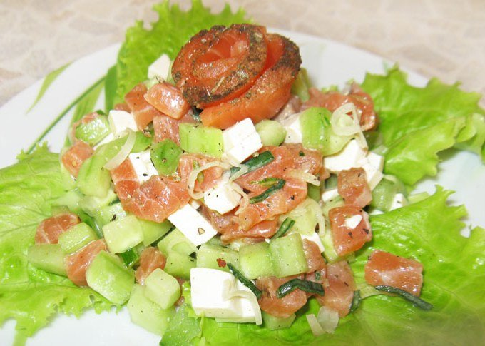 Салат из красной рыбы и огурцов рецепт с