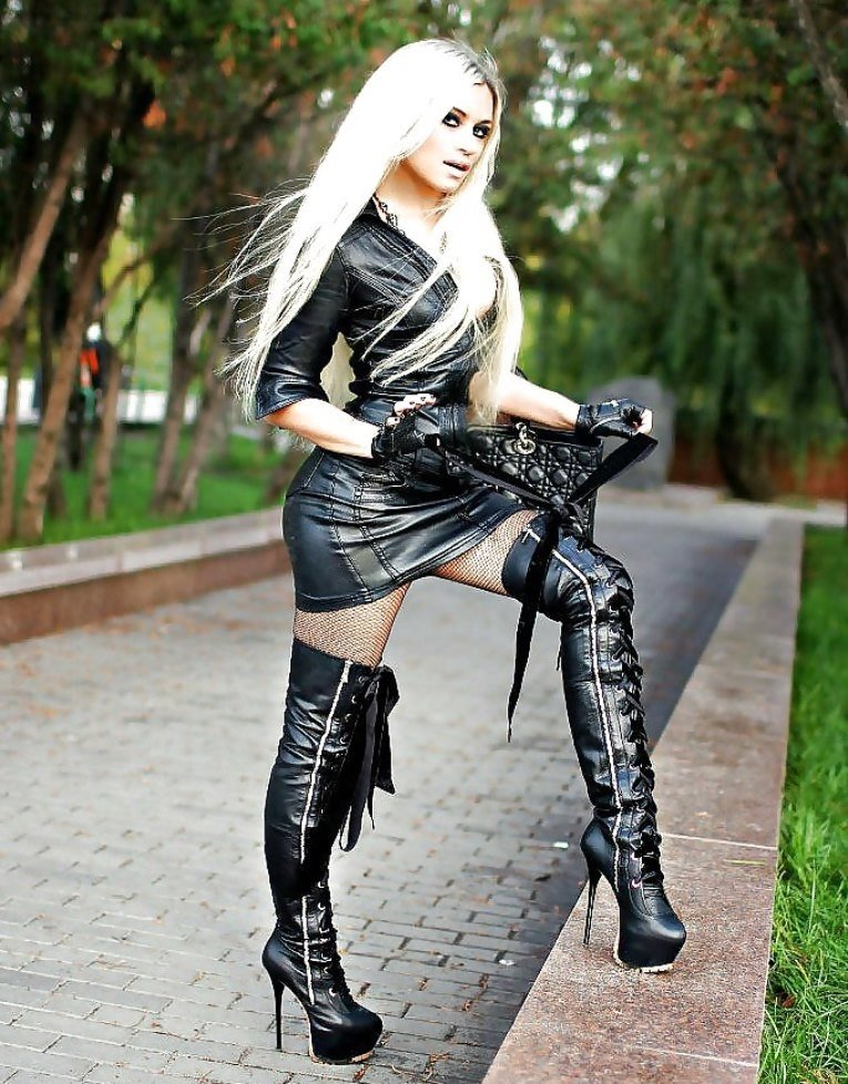 Hot blonde Jana bound in chains and tortured with crop wearing thigh boots № 272603 бесплатно