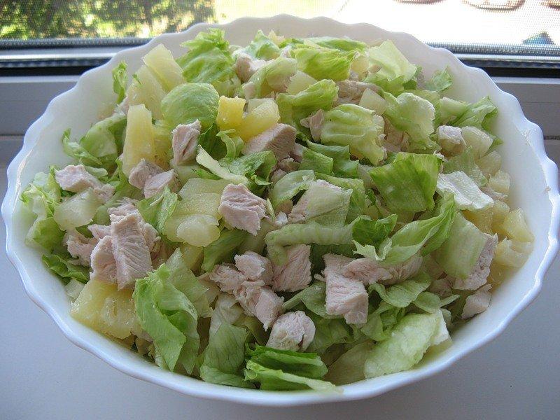 Легкий и вкусный салат с курицей рецепт