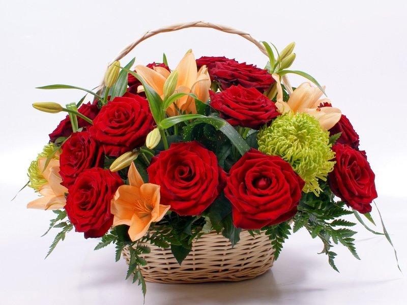Корзина цветов с днём рождения