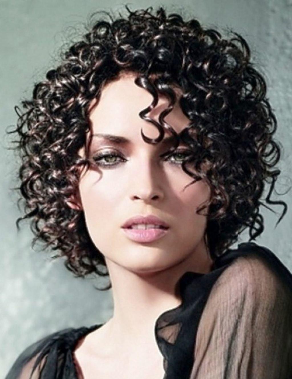 Красивые прически для кучерявых волос фото