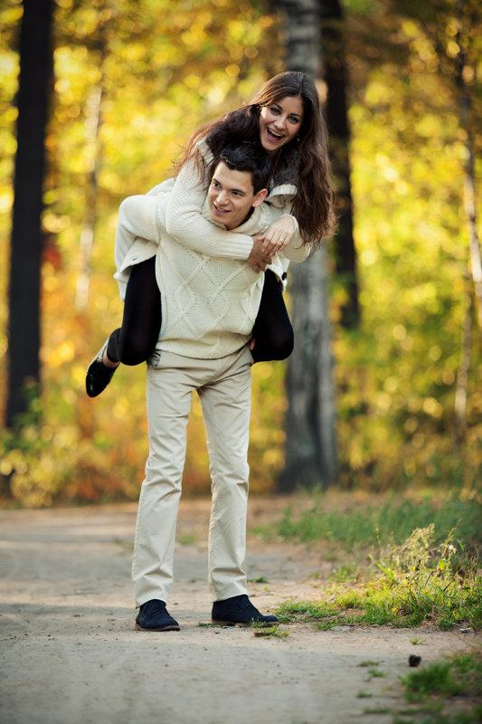 Идеи для фотосессии осенью love story фото