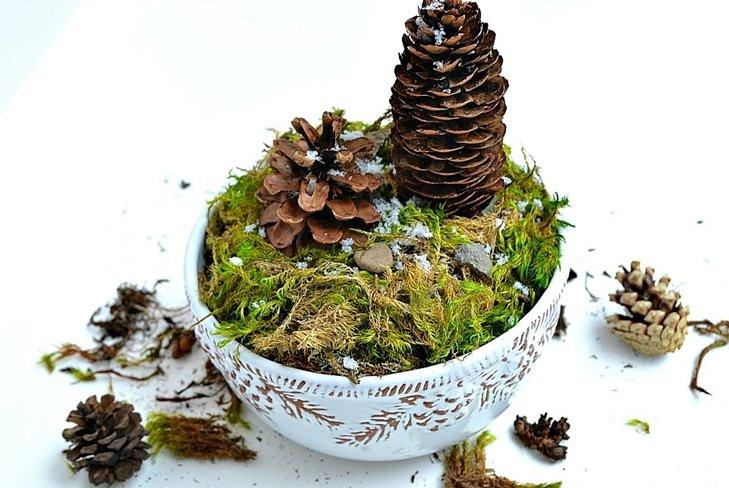 Поделки из сосновых шишек и моха