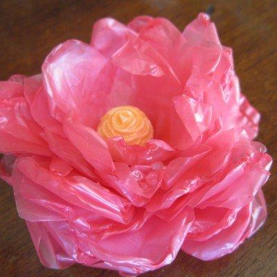 Как сделать цветок из мусорных пакетов