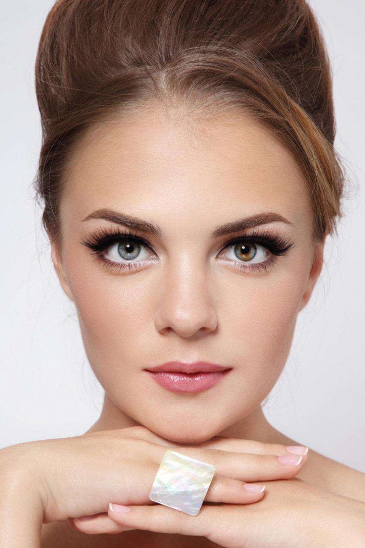 Как подбирать макияж для серых глаз