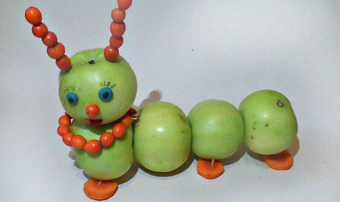 Поделка гусеница из яблок своими руками фото