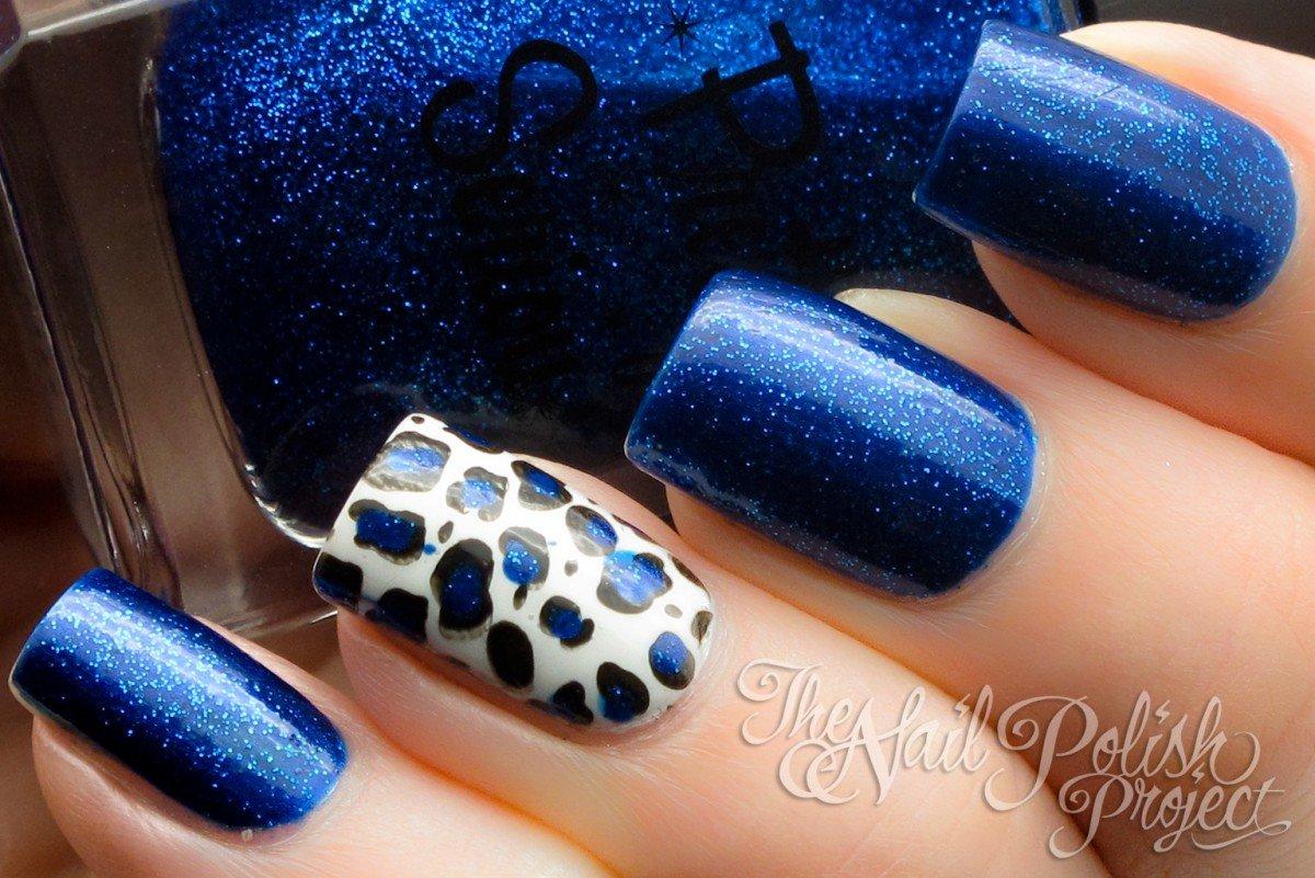 Маникюр синий лак с блестками