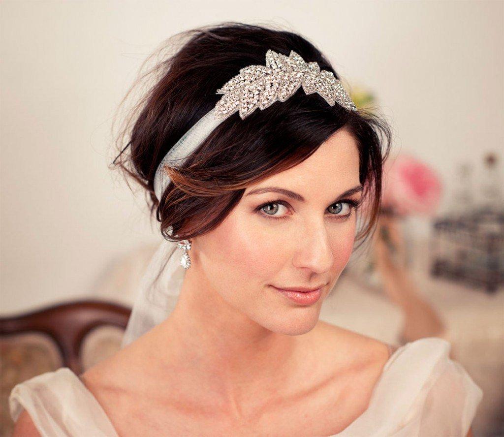 Женские прически средней длины на свадьбу