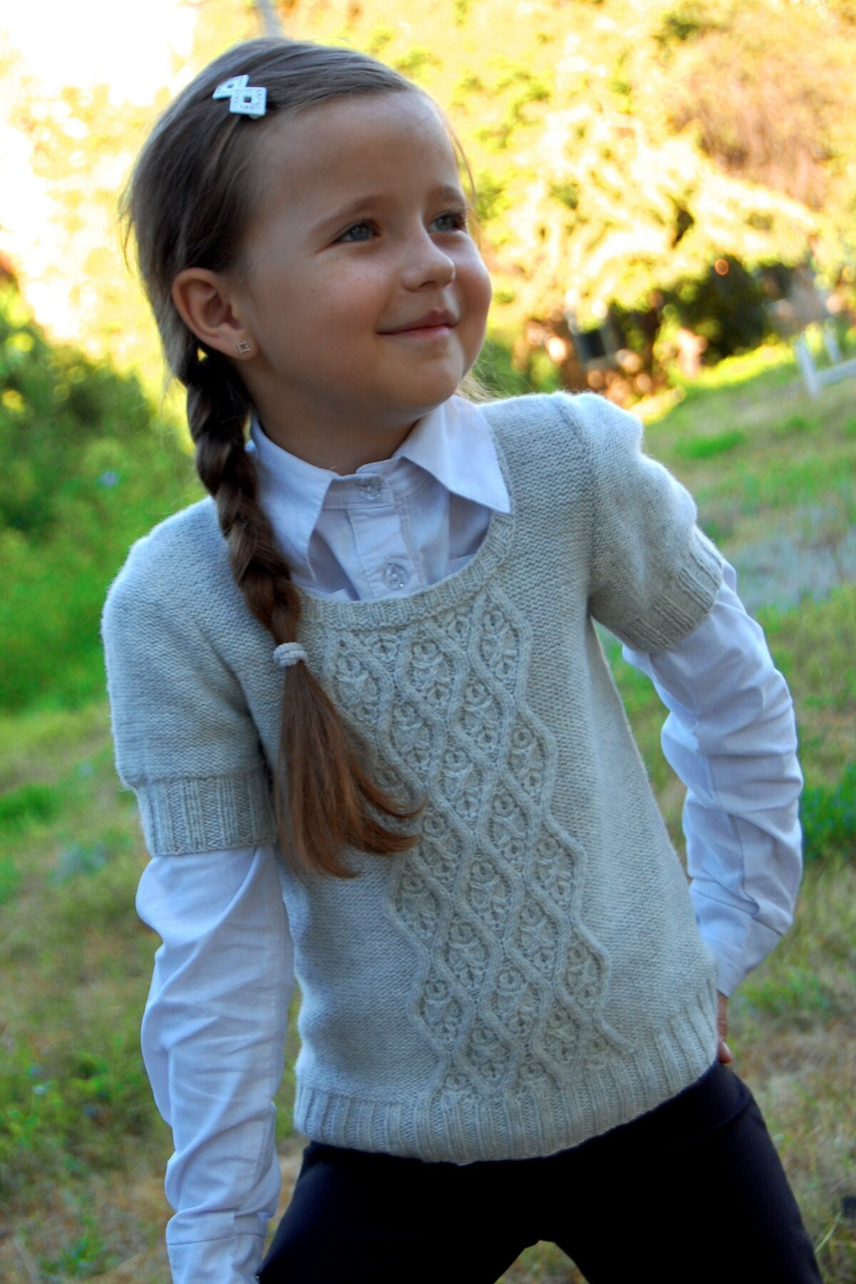 Вязание спицами безрукавок для девочки 673
