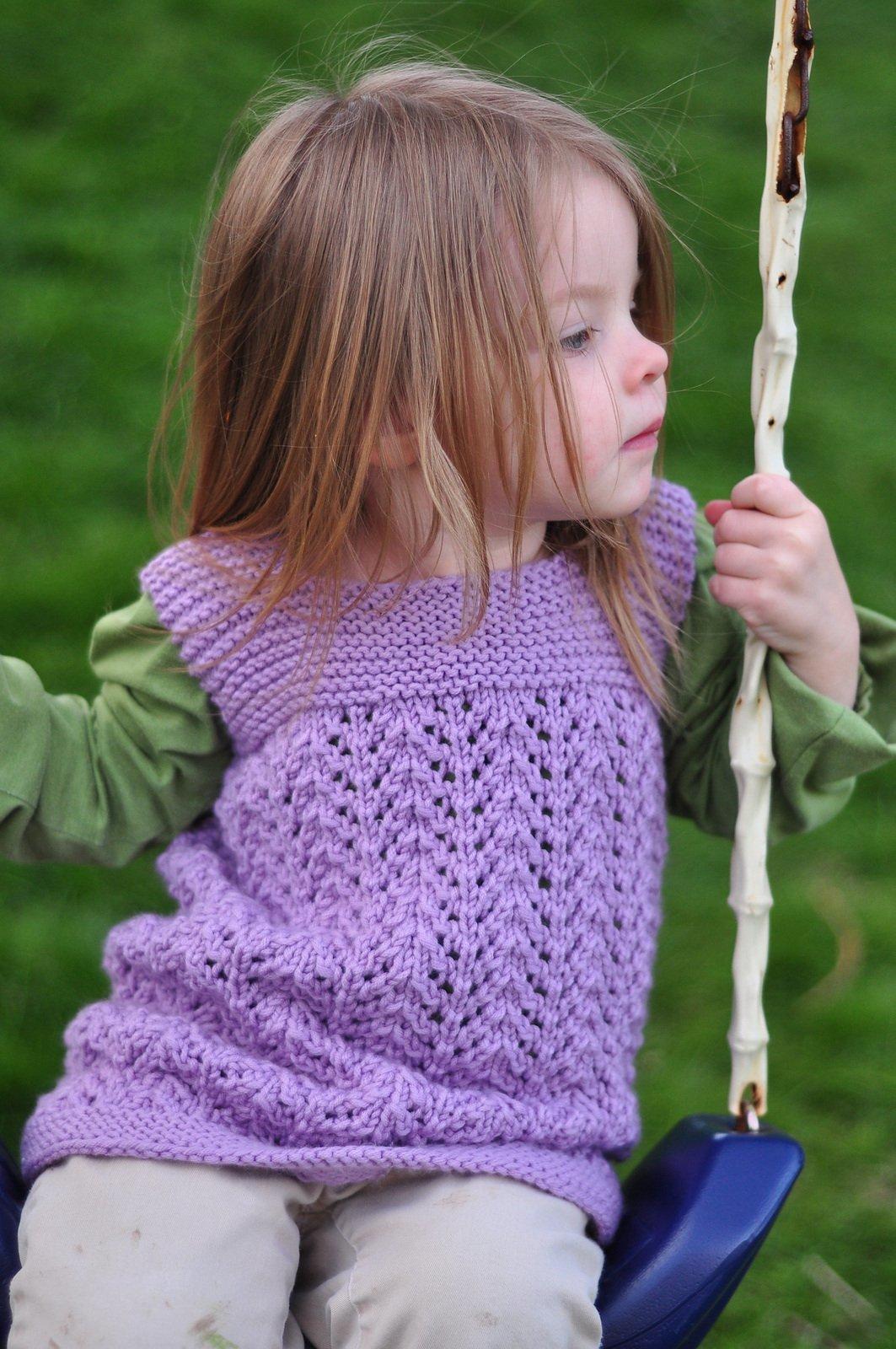 Вязание спицами безрукавок для девочки 714